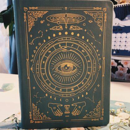 Zdjęcie okładkowe wpisu: Recenzja: Magic of I — notatnik z magicznym motywem