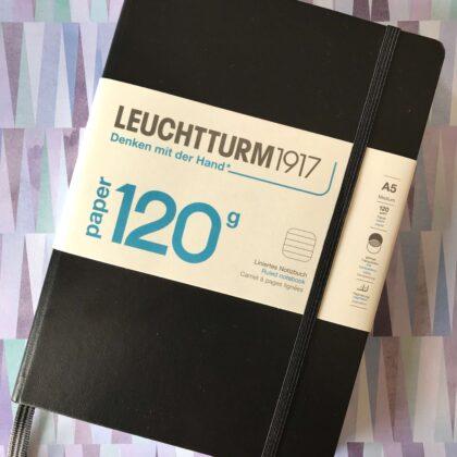 Zdjęcie okładkowe wpisu: Recenzja: Leuchtturm 120G — grubszy papier w klasyku
